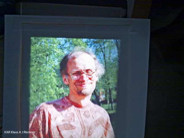 Lumppupaperinen pigmenttivedos vaihtokehykseen paspalla, prof. Matti Karjalaisen muistolle, 06/2010