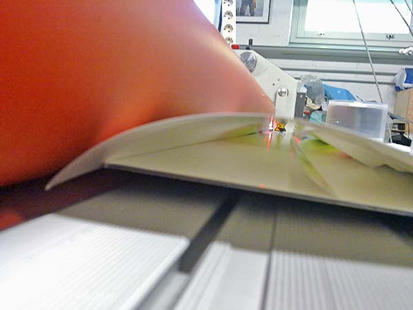 Alumiinikomposiittipohjustus & kuumalaminointi pigmenttivedoksille - huippuluokan nayttelyteokset, Ritva Lassila, 06/2011
