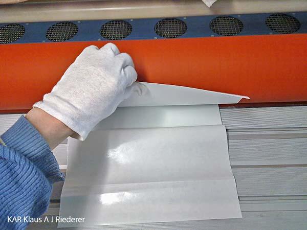 Alumiinikomposiittipohjustus & kuumalaminointi pigmenttivedoksille - huippuluokan nayttelyteokset, Yvonne Karlsson, 02/2012