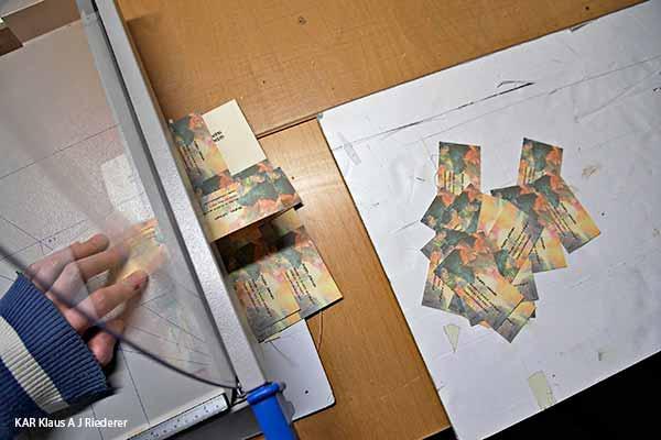 Pigmenttivedostettujen käyntikorttien valmistaminen oma taideteos taustalla, Jokinen, 09/2013