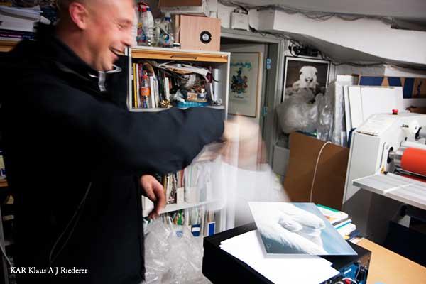Alumiinikomposiittipohjustus & kuumalaminointi Peter Byrnelle 12/2009