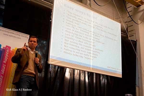 Peter Forsg?rdin taiden?yttelyhankkeen Uuden vaurauden vaikuttajat alkupamaus 15.12.2009